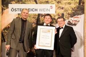 SALON 2019 Sieger: Weingut Keringer (Bild Mitte), rechts: Geschäftsführer ÖWM Willi Klinger, links: Martin Kušej (Theaterregisseur, Opernregisseur und Intendant)