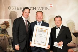 SALON 2018 Auserwählter: Weingut Wieninger (Bild Mitte), rechts: Geschäftsführer ÖWM Willi Klinger, links: Präsident des österreichischen Weinbauverbandes NR Hannes Schmuckenschlager