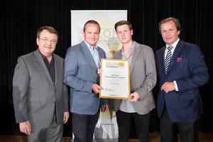 Weingut Blauensteiner Leopold, links: Geschäftsführer ÖWM Willi Klinger, rechts: Leiter Food & Beverage Casinos Austria Oliver Kitz