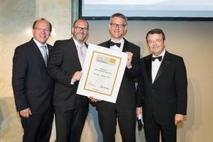 SALON 2017 Sieger: Weingut Stift Klosterneuburg (Bild Mitte), rechts: Geschäftsführer ÖWM Willi Klinger, links: LR Andreas Liegenfeld