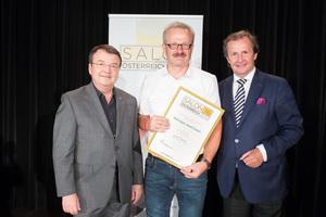 Weingut Josef Ecker, links: Geschäftsführer ÖWM Willi Klinger, rechts: Leiter Food & Beverage Casinos Austria Oliver Kitz