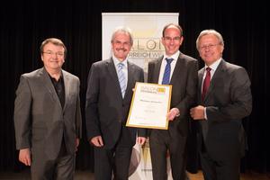 Weingut Schweifer, links: Geschäftsführer ÖWM Willi Klinger & Landesrat Niederösterreich Karl Wilfing, rechts: Direktor Casino Baden Edmund Gollubitz