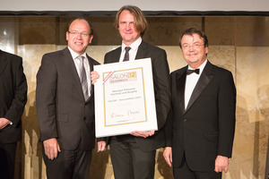 SALON 2012 Auserwählte: Weingut Gerhard und Brigitte Pittnauer, Burgenland (Bild Mitte), links: Landesrat Andreas Liegenfeld, rechts: Geschäftsführer ÖWM Willi Klinger