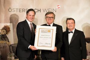 SALON 2018 Auserwählter: Weingut Wohlmuth (Bild Mitte), rechts: Geschäftsführer ÖWM Willi Klinger, links: Präsident des österreichischen Weinbauverbandes NR Hannes Schmuckenschlager