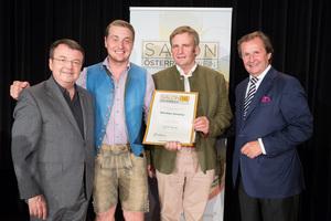 Weingut Gmeiner, links: Geschäftsführer ÖWM Willi Klinger, rechts: Leiter Food & Beverage Casinos Austria Oliver Kitz