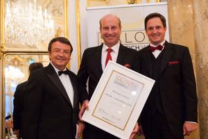 SALON 2014 Auserwählte: Weingut Lenikus, Wien (Bild Mitte), links: Geschäftsführer ÖWM Willi Klinger, rechts: Präsident des österreichischen Weinbauverbandes NR Hannes Schmuckenschlager
