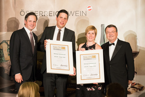 SALON 2018 Sieger: Weingut Nimmervoll (Bild Mitte), rechts: Geschäftsführer ÖWM Willi Klinger, links: Präsident des österreichischen Weinbauverbandes NR Hannes Schmuckenschlager