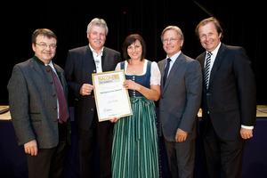 Weingärtnerei Steurer, links GF Willi Klinger, rechts Dir. Edmund Gollubits, Grand Casino Baden und Mag. Oliver Kitz, Casinos Austria