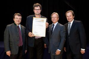 Weingut Kauderer, links GF Willi Klinger, rechts Dir. Edmund Gollubits, Grand Casino Baden und Mag. Oliver Kitz, Casinos Austria
