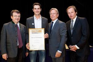 Weingut Ewald Gruber, links GF Willi Klinger, rechts Dir. Edmund Gollubits, Grand Casino Baden und Mag. Oliver Kitz, Casinos Austria