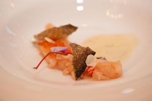 SALON Gala Dinner 2014 - Festliches Menü von Norbert Niederkofler - Es war einmal eine Bachforelle (Tatar - Kaviar - Krokante Haut)