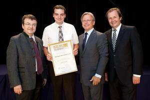 Weingut Bernhard Ceidl, links GF Willi Klinger, rechts Dir. Edmund Gollubits, Grand Casino Baden und Mag. Oliver Kitz, Casinos Austria