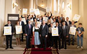 Die strahlenden Sieger des SALON Österreich Wein 2021 mit NR Johannes Schmuckenschlager (Weinbaupräsident), Weinkönigin Diana I., Chris Yorke (ÖWM Geschäftsführung) und Gerhard Wohlmuth (ÖWM Aufsichtsratsvorsitz).