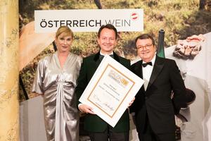 SALON 2019 Auserwählter: Weingut Schloss Gobelsburg (Bild Mitte), rechts: Geschäftsführer ÖWM Willi Klinger, links: Dörte Lyssewski (Schauspielerin)