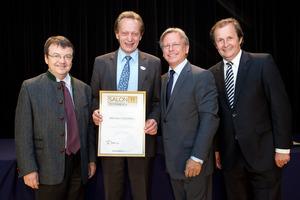 Weingut Esterhazy, links GF Willi Klinger, rechts Dir. Edmund Gollubits, Grand Casino Baden und Mag. Oliver Kitz, Casinos Austria