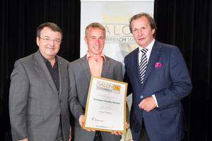 Weingut Familie Berger, links: Geschäftsführer ÖWM Willi Klinger, rechts: Leiter Food & Beverage Casinos Austria Oliver Kitz