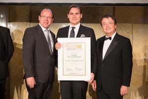 SALON 2012 Auserwählte: Weingut Markus Altenburger, Leithaberg DAC (Bild Mitte), links: Landesrat Andreas Liegenfeld, rechts: Geschäftsführer ÖWM Willi Klinger