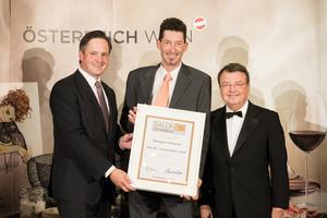 SALON 2018 Auserwählter: Weingut Kollwentz (Bild Mitte), rechts: Geschäftsführer ÖWM Willi Klinger, links: Präsident des österreichischen Weinbauverbandes NR Hannes Schmuckenschlager