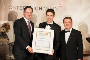 SALON 2018 Auserwählter: Weingut Bründlmayer (Bild Mitte), rechts: Geschäftsführer ÖWM Willi Klinger, links: Präsident des österreichischen Weinbauverbandes NR Hannes Schmuckenschlager