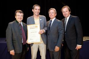 Weinbau Göbel, links GF Willi Klinger, rechts Dir. Edmund Gollubits, Grand Casino Baden und Mag. Oliver Kitz, Casinos Austria