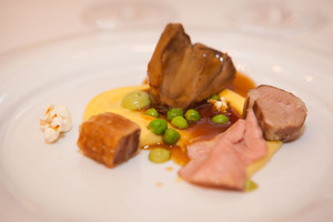 SALON Gala Dinner 2014 - Festliches Menü von Norbert Niederkofler - Wipptaler Berglamm (Minz-Erbsenpüree - Mais Popcorn)