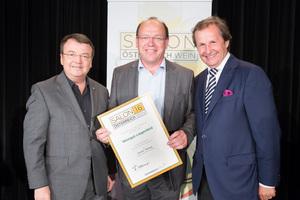 Weingut Liegenfeld, links: Geschäftsführer ÖWM Willi Klinger, rechts: Leiter Food & Beverage Casinos Austria Oliver Kitz