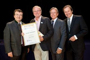 Weingut Jurtschitsch, links GF Willi Klinger, rechts Dir. Edmund Gollubits, Grand Casino Baden und Mag. Oliver Kitz, Casinos Austria