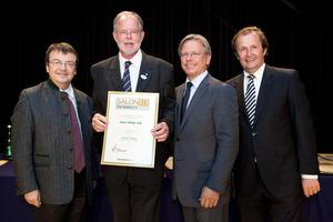 Karl Inführ KG, links GF Willi Klinger, rechts Dir. Edmund Gollubits, Grand Casino Baden und Mag. Oliver Kitz, Casinos Austria