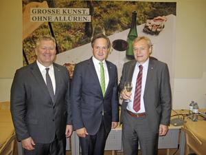 v.l.n.r.: Chris Yorke (Geschäftsführer ÖWM), NR Johannes Schmuckenschlager (Präsident WBV), Josef Glatt (Direktor WBV)