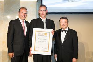 SALON 2017 Sieger: Weingut Reinberger (Bild Mitte), rechts: Geschäftsführer ÖWM Willi Klinger, links: Vizepräsident der Landwirtschaftskammer Otto Auer