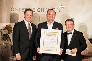 SALON 2018 Auserwählter: Weingut Kracher (Bild Mitte), rechts: Geschäftsführer ÖWM Willi Klinger, links: Präsident des österreichischen Weinbauverbandes NR Hannes Schmuckenschlager