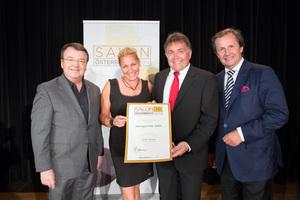 Weingut Fam. Hahn, links: Geschäftsführer ÖWM Willi Klinger, rechts: Leiter Food & Beverage Casinos Austria Oliver Kitz