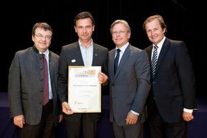 Weingut Schabl Herbert, links GF Willi Klinger, rechts Dir. Edmund Gollubits, Grand Casino Baden und Mag. Oliver Kitz, Casinos Austria