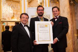 SALON 2014 Auserwählte: Weingut Jurtschitsch, Kamptal (Bild Mitte), links: Geschäftsführer ÖWM Willi Klinger, rechts: Präsident des österreichischen Weinbauverbandes NR Hannes Schmuckenschlager