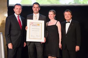 SALON 2012 Sieger: Weingut Felberjörgl, Südsteiermark (Bild Mitte), links: Minister Niki Berlakovich, rechts: Geschäftsführer ÖWM Willi Klinger