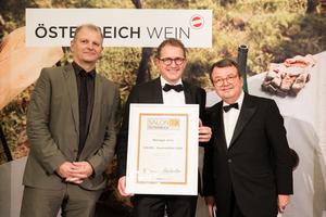 SALON 2019 Auserwählter: Weingut Juris (Bild Mitte), rechts: Geschäftsführer ÖWM Willi Klinger, links: Martin Kušej (Theaterregisseur, Opernregisseur und Intendant)