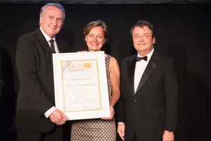 SALON 2012 Auserwählte: Weingut Geyerhof, Niederösterreich (Bild Mitte), links: Präsident des österreichischen Weinbauverbandes Josef Pleil, rechts: Geschäftsführer ÖWM Willi Klinger