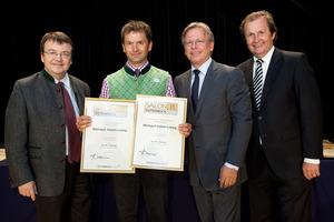 Weingut Adam-Lieleg, links GF Willi Klinger, rechts Dir. Edmund Gollubits, Grand Casino Baden und Mag. Oliver Kitz, Casinos Austria