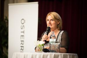 Weintaufe Österreich und Verleihung Bacchuspreis 2017 im Wiener Rathaus, Wien; Birgit Perl (Moderatorin)