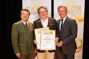 Weingut Steindorfer, links: Geschäftsführer ÖWM Willi Klinger, rechts: Direktor Casino Baden Edmund Gollubitz