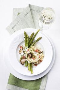 Spargel mit Pasta und Weißwein