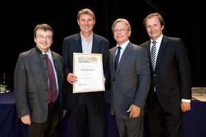 Weingut Biegler, links GF Willi Klinger, rechts Dir. Edmund Gollubits, Grand Casino Baden und Mag. Oliver Kitz, Casinos Austria