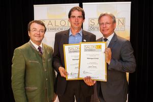 Weingut Ernst links: Geschäftsführer ÖWM Willi Klinger, rechts: Direktor Casino Baden Edmund Gollubitz