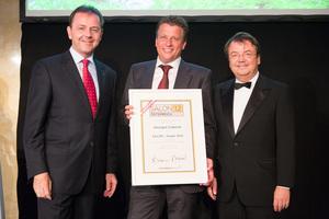 SALON 2012 Sieger: Weingut Cobenzl, Wiener Gemischter Satz, (Bild Mitte), links: Minister Niki Berlakovich, rechts: Geschäftsführer ÖWM Willi Klinger