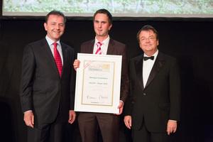 SALON 2012 Sieger: Weingut Hofstätter, Wachau (Bild Mitte), links: Minister Niki Berlakovich, rechts: Geschäftsführer ÖWM Willi Klinger