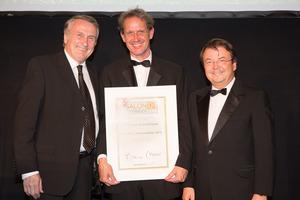 SALON 2012 Auserwählte: Weingut Bründlmayer, Kamptal DAC Reserve (Bild Mitte), links: Präsident des österreichischen Weinbauverbandes Josef Pleil, rechts: Geschäftsführer ÖWM Willi Klinger