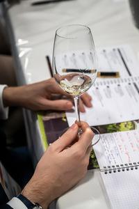 Weinglass mit Weißwein