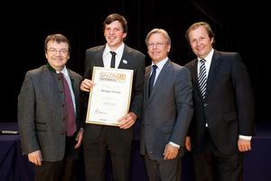 Weingut Fischer, links GF Willi Klinger, rechts Dir. Edmund Gollubits, Grand Casino Baden und Mag. Oliver Kitz, Casinos Austria