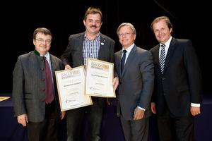 Winzerhof Dockner, links GF Willi Klinger, rechts Dir. Edmund Gollubits, Grand Casino Baden und Mag. Oliver Kitz, Casinos Austria