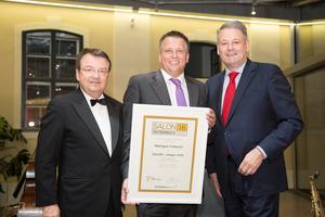 SALON 2016 Sieger: Weingut Cobenzl (Bild Mitte), links: Geschäftsführer ÖWM Willi Klinger, rechts: Bundesminister für Land- und Forstwirtschaft, Umwelt und Wasserwirtschaft Andrä Rupprechter